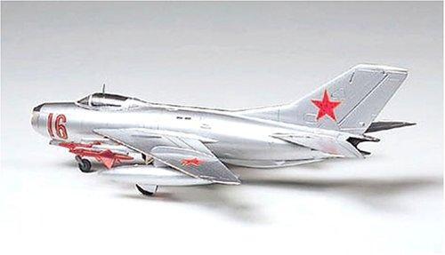61609 1/100 MiG-19 Farmer-E - 1