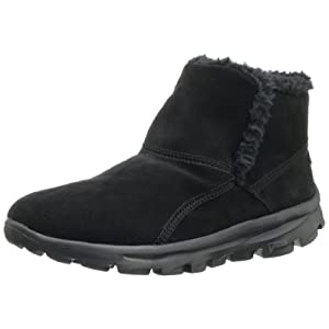 Nothing can slow you down in the Skechers On the GO Chugga boot, a style that lends slipper-like comfort to your outdoor wanderings. This women's pull-on bootie has a suede upper and is trimmed and lined in faux shearling, making this boot equally co...