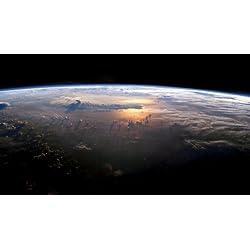 国際宇宙ステーションから見た夕暮れ