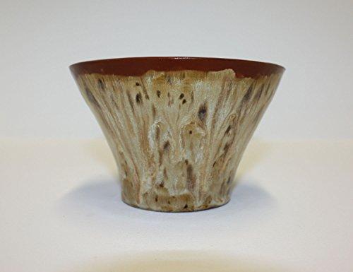 belle-bol-en-ceramique-faite-a-la-main-avec-des-glacures-brunes-variees