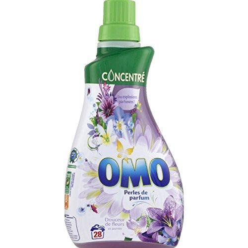 omo-petit-puissant-lessive-aux-huiles-essentielles-douceur-de-fleurs-le-flacon-1l-pour-la-quantite-p