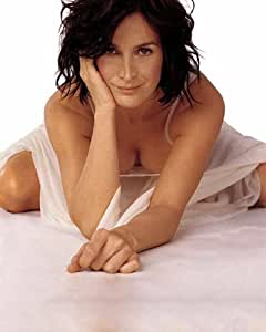 Amazon Com Carrie Anne Moss Hot Bent Over Cleavage 003 8x10 Photo Photographs
