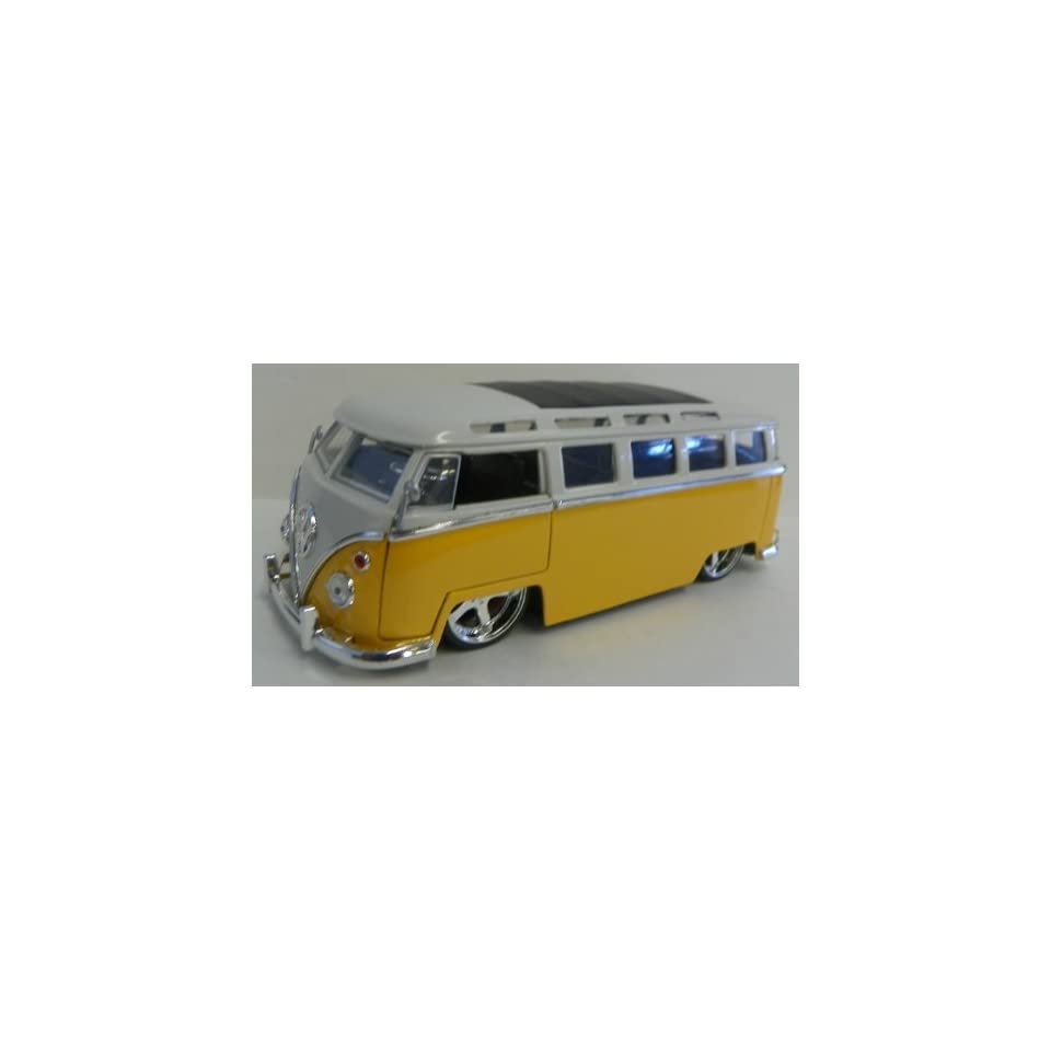 Jada Toys 1/24 Scale Diecast Big Time Kustoms 1962 Volkswagen Bus in Color Yellow/white