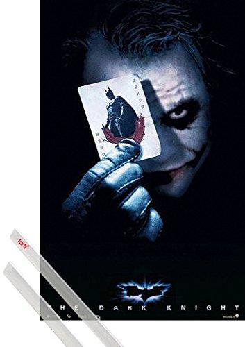Poster + Sospensione : Batman Poster (98x68 cm) Il Cavaliere Oscuro, Joker Card E Coppia Di Barre Porta Poster Trasparente 1art1®