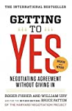Getting to Yes: Negotiating Agreement Without Giving in?? [GETTING TO YES 3/E] [Paperback] Roger Fisher