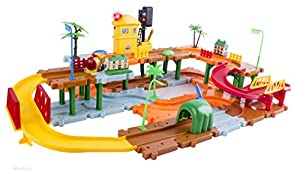 WolVol Big Train Tracks Set with Upper and Lower Level, Tunnels and Bridges, with Battery Operated Train and a Working Traffic Red/Green Light