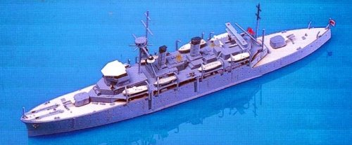 Skywave 1/700 WWII IJN Submarine Tender Jingei Model Kit