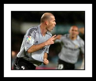 Zinedine Zidane Real Madrid Framed Photo - Goal CelebrationZinedine Zidane Celebration