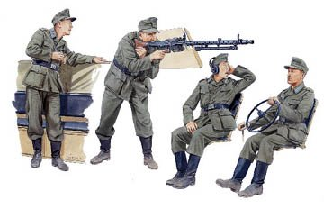 Buy Low Price Dragon Models 1/35 German Halftrack Crewmen Figure (B000BRL09C)