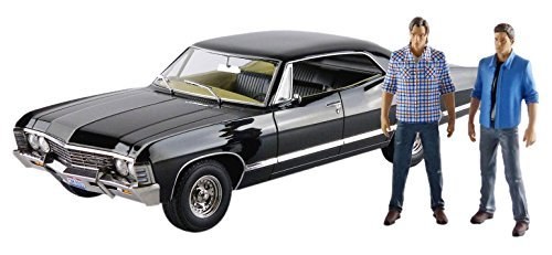 1967-chevrolet-impala-sport-sedan-with-sam-and-dean-figures-supernatural-tv-series-2005-1-18-by-gree