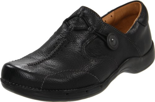 Clarks Women's Un.Maple Slip-On Loafer,Black,7.5 M US