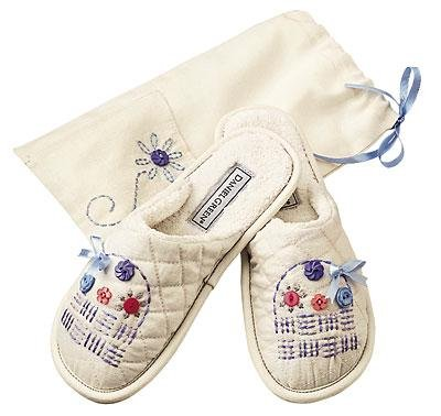 Cheap FREE Bag with Embroidered Slippers by Daniel Green (B0007D29U4)