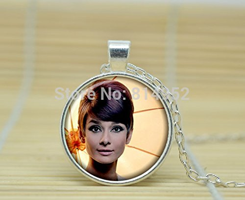 vintastore-art-glass-necklace-audrey-hepburn-pendant-audrey-hepburn-necklace-audrey-hepburn-jewelry-