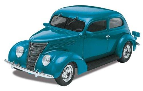 Revell Monogram '37 Ford Sedan