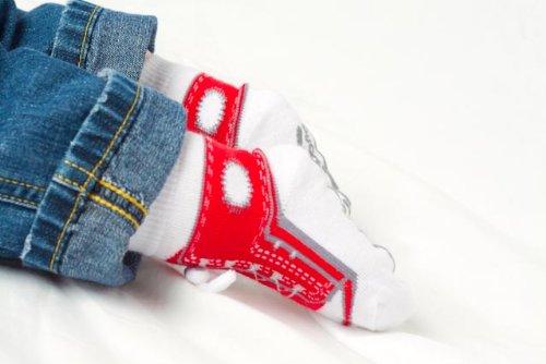 Imagen de Emporio bebé - 0-9 meses - Baby Boy - Calcetines Sneaker 3 pares de Keepsake Box - Soles Gripper