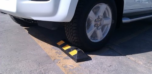 Soltero tope de la rueda de goma para los estacionamientos - Accesorios para garajes ...