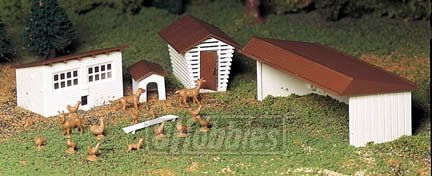 Bachmann Trains Farm Out-Buildings – 3/Box