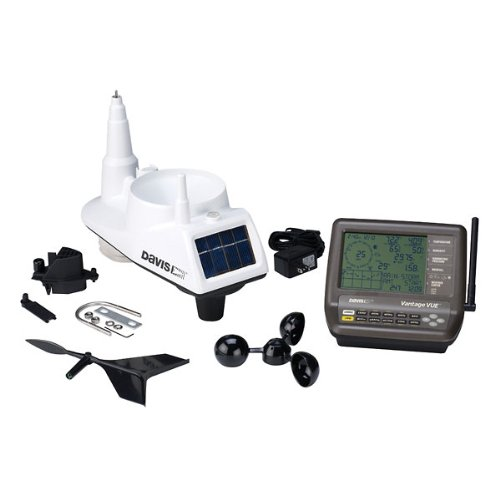 Davis Instruments Vantage Vue Wireless Station, includes console and sensor suite.