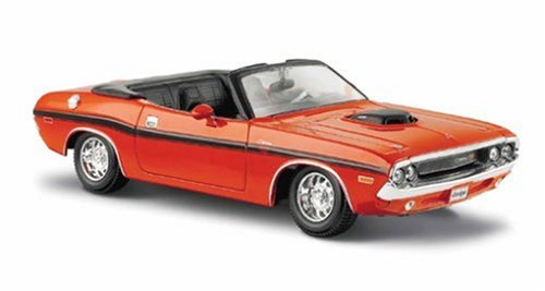 """Maisto 1970 Dodge Challenger R/T Convertible""""Colors May Vary"""""""