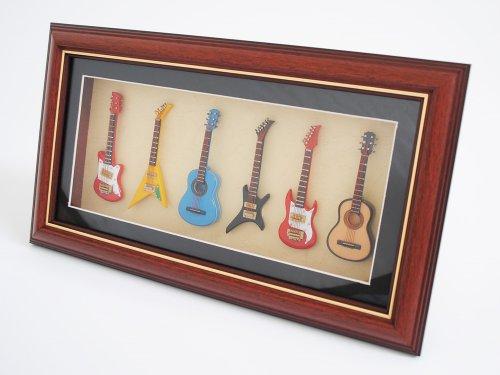 Miniatur-Musikinstrument-im-Bilderrahmen