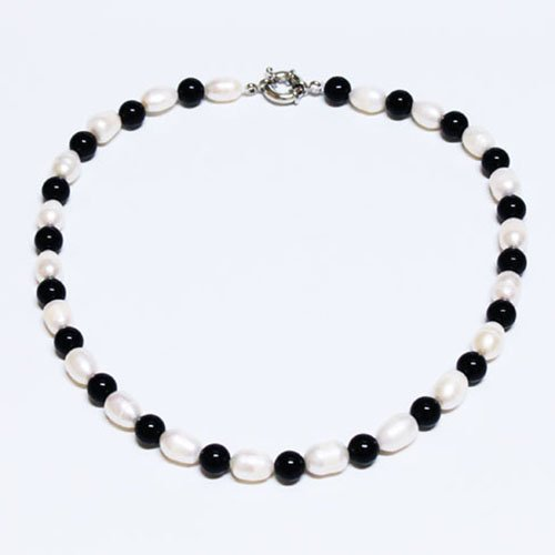9-10mm White Freshwater Cultured Pearl & Black Onxy Necklace,20