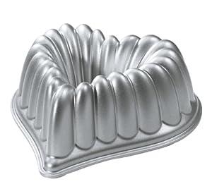 Nordic Ware 55548 Cast-Aluminum Elegant Heart Bundt Pan by Nordic Ware