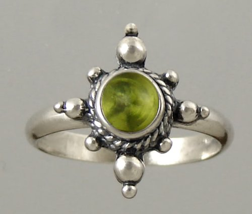 An Enchanting Sterling Silver Victorian Ring Featuring a Genunie Peridot Gemstone