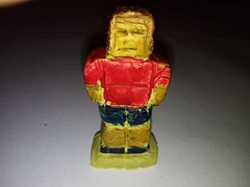 lustige-dekorative-fussball-spieler-block-spielfigur-aus-epoxid-angemalt-mit-acrylfarben-handgeferti