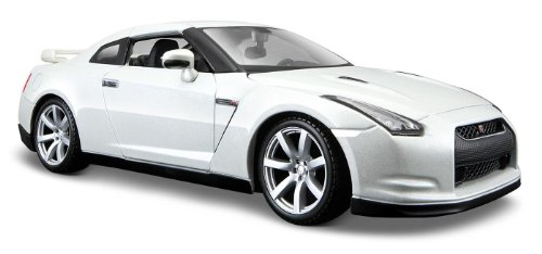 maisto-124-scale-2009-nissan-gt-r-diecast-vehicle