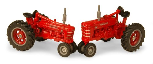 1:64 Farmall H And M Tractor Set front-760804