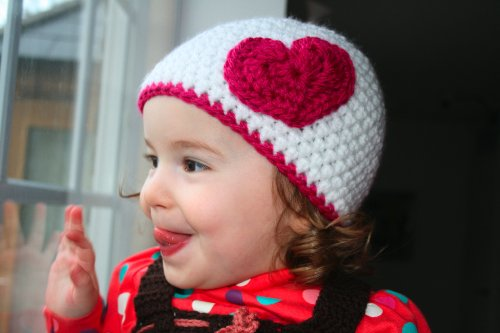 Crochet pattern hat with heart applique (33) includes 4 sizes from newborn to adult (Crochet hats)