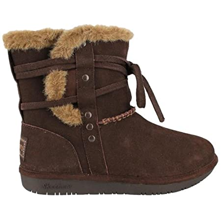 Brave the chilly temps in style with the Skechers Shelbys boot. This women's ankle boot features a suede upper with faux fur trim details for cozy warmth and added flair. Tie the wraparound suede strap in front or wrap it around the collar for a diff...