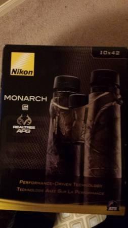New Nikon Monarch 5 10X42 Tr Binoculars, Realtree Apg Camo 7546