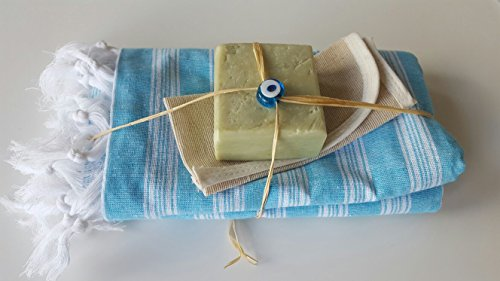 naturseife-bioseife-handgemacht-aus-80-olivenol-20-lorbeerol-mit-blauem-hamamtuch-peelinghandschuh-n