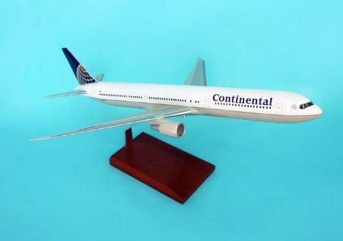 B767-400 Continental 1/100