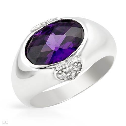 Ring With 6.00ctw Cubic zirconia Made in 925 Sterling silver. Total item weight 5.8g (Size 7)