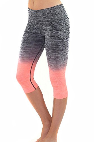 Sassy Apparel Women's Premium Quality Active Wear Seamless Cropped Capri Pants (Small, Black/Coral)