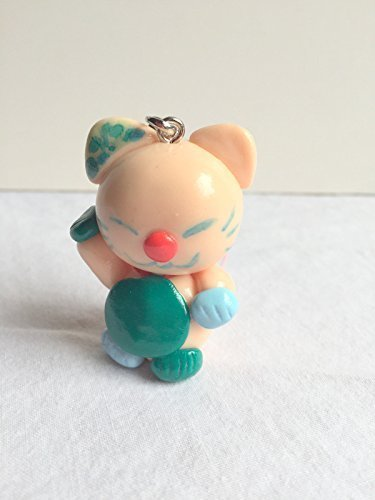 breloque-maneki-neko-chair-fimo-fait-main-bavette-verte-figurine-lucky-cat-fortune-chat-porte-bonheu