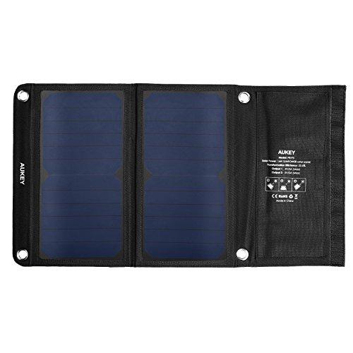 AUKEY ソーラーチャージャー ソーラーパネル 14W 2USBポート 折り畳み式 iPhone 6 iPad Air2 Xperia Z5 Galaxy S7 Android各種他など スマホ スマートフォン タブレット モバイルバッテリー 対応 ソーラー充電器 アウトドア ポータブル USB充電器 PB-P3