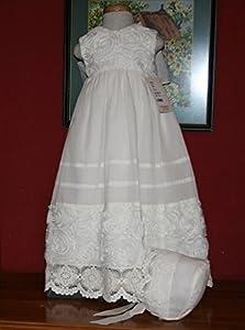Mantilla Faldón Bautizo o ceremonia con gorro a juego, confeccionado en muselina beige. Talla hasta 6/8 meses