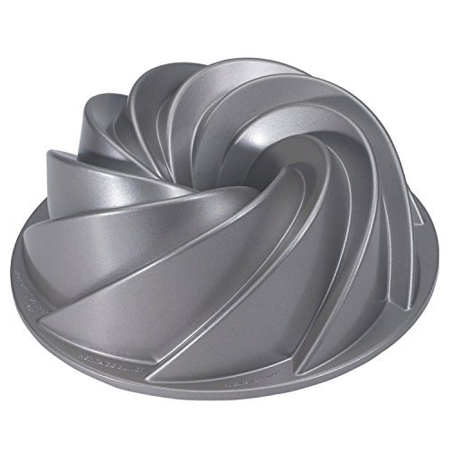 Heritage Bundt Pan - Nordic Ware Platinum Collection - for Bundt cakes, jelly, savoury by NordicWare (Nordic Ware Bundt Pan Heritage compare prices)