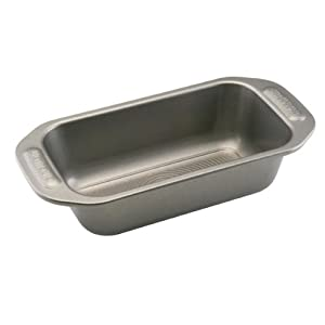 Circulon Nonstick Bakeware 9-Inch-by-5-Inch Loaf Pan by Circulon