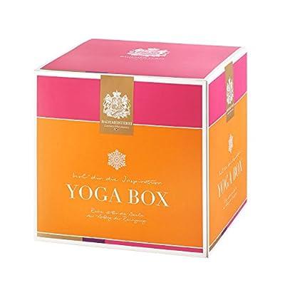 Geschenkbox der Bademeisterei mit der YOGA BOX mit hochwertigen Kosmetikprodukten das Geschenkset mit Massagekerze sensual, Bodylotion, Fussbad, Duschgel, Badestick und Bio Badecupcake Orange Zimt für ein unvergessliches Wellness Erlebnis