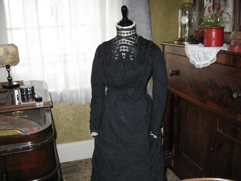 Black-Female-Dress-Form-Size-6-8-Medium-34-26-35