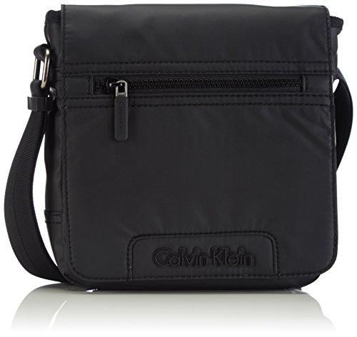 Calvin Klein Jeans METRO REPORTER WITH FLAP, Borsa a tracolla uomo, Nero (Nero (black 990)), 19x22x7 cm (B x H x T)