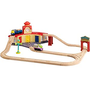 Chuggington Roundhouse Wooden Train Set with Koko, Brewster and Vee Engines, Fully Compatible with all Thomas the Tank Engine Sets, 32-Piece