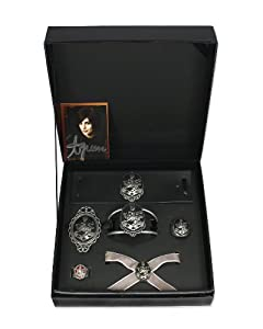 "Twilight ""New Moon"" AMAZON EXCLUSIVE! Cullen Crest Prop Replica Jewelry Set"