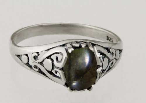 A Beautiful Sterling Silver Filigree Ring Featuring a Genuine Spectralite Gemstone