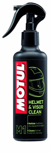 motul-102992-m1-helmet-and-visor-clean
