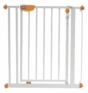 Chicco 06061379000000 - Barrera de seguridad con puerta para escaleras marca Chicco - BebeHogar.com